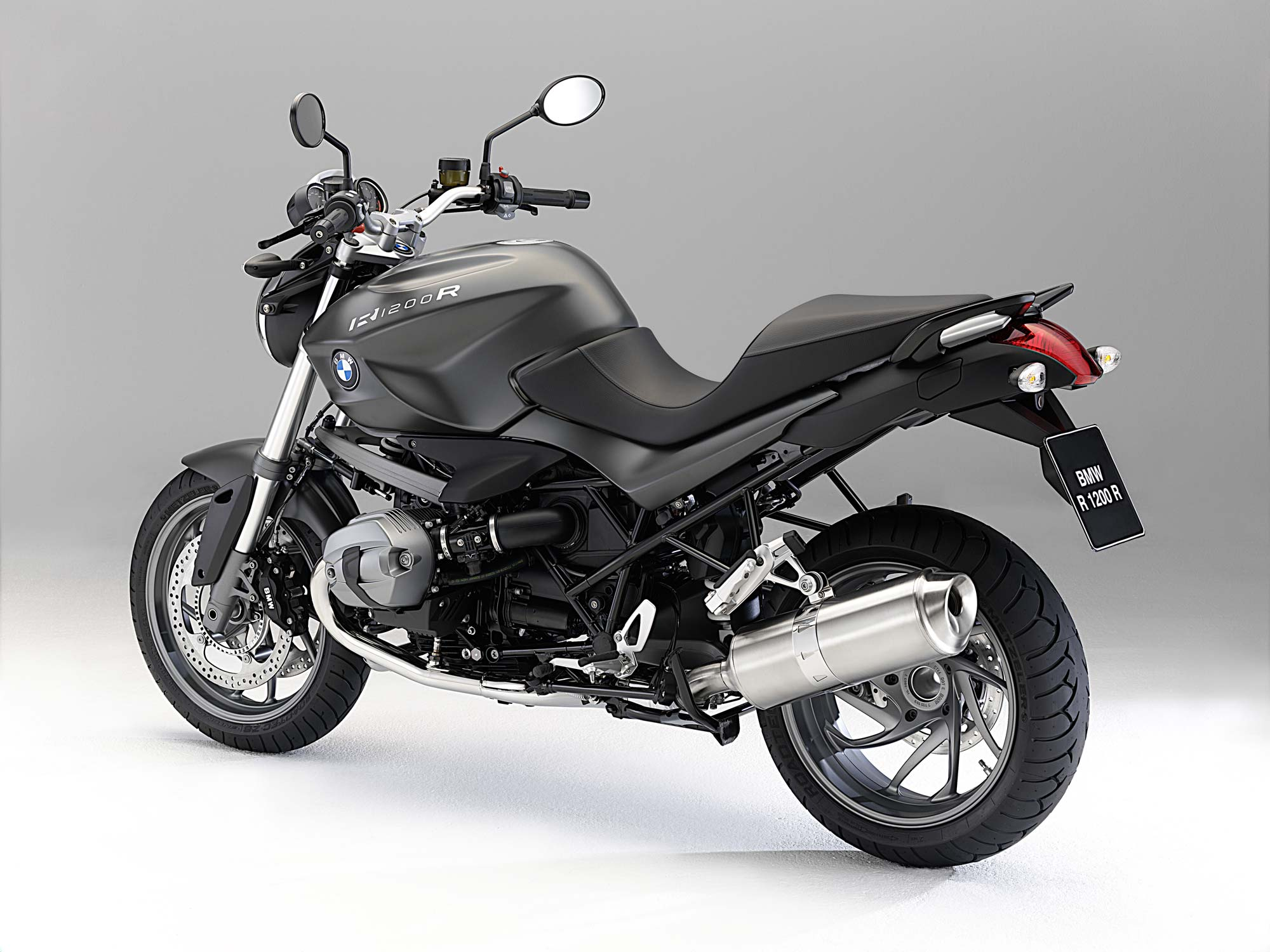 the 2011 bmw r1200r gets the dohc treatment asphalt rubber. Black Bedroom Furniture Sets. Home Design Ideas
