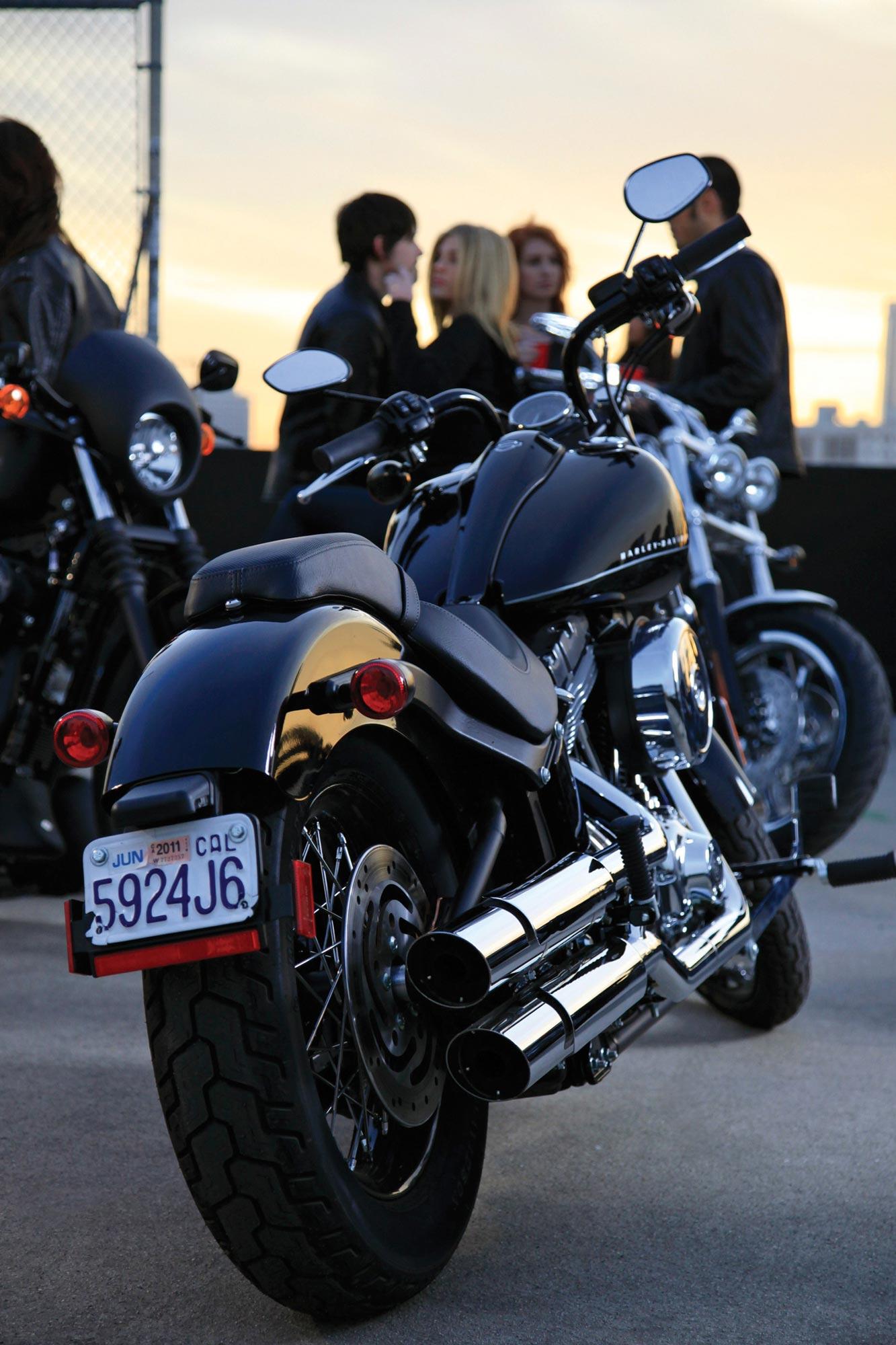 Harley Davidson: 2011 Harley-Davidson Blackline