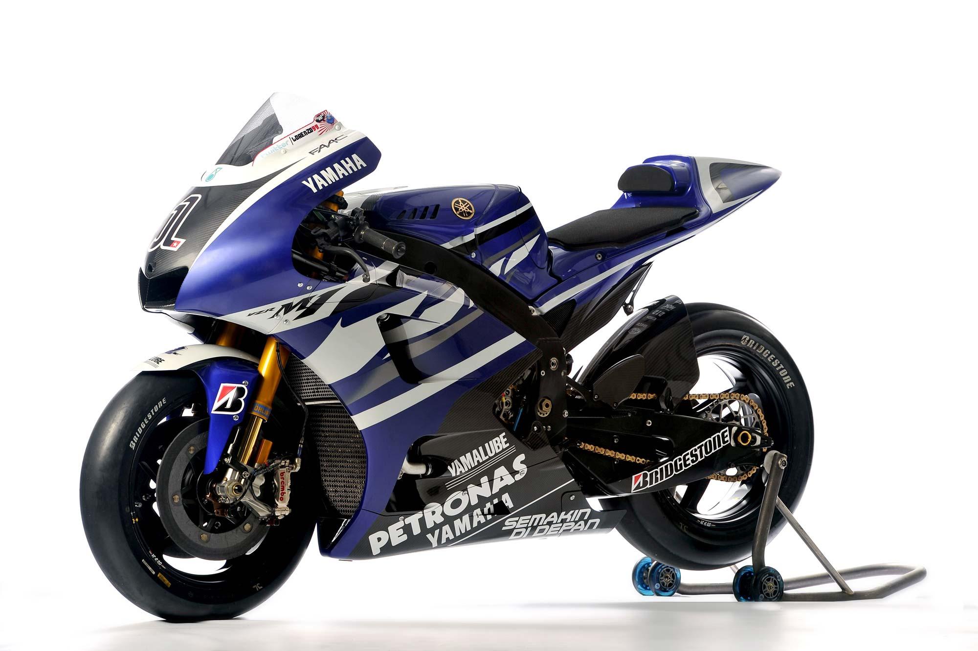 World Automotive Center: 2011 MOTOGP - Yamaha YZR-M1 Lorenzo/Spies