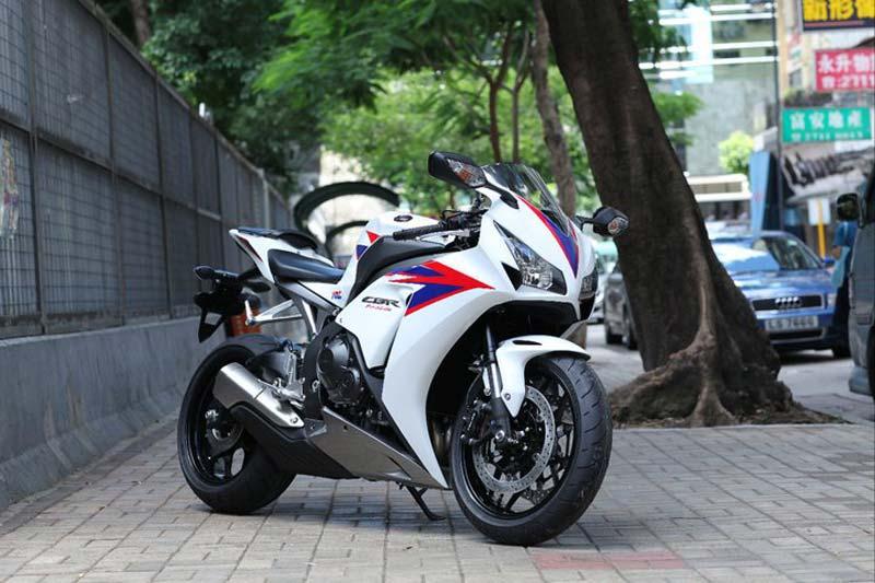 Honda CBR1000RR  2012  2012-honda-cbr1000rr-leak-12