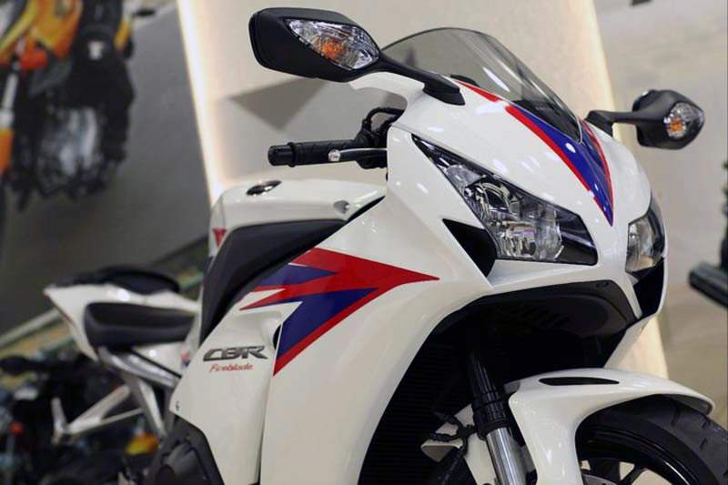 Honda CBR1000RR  2012  2012-honda-cbr1000rr-leak-19
