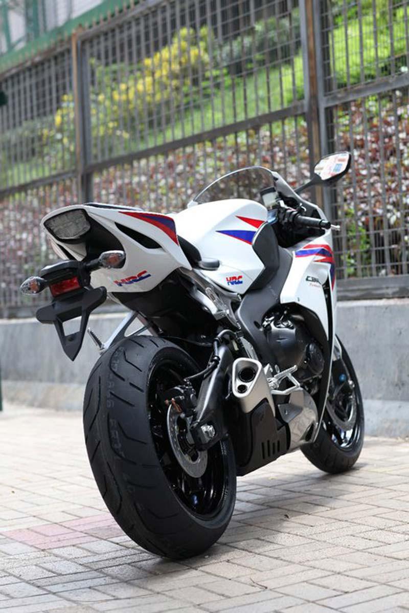 Honda CBR1000RR  2012  2012-honda-cbr1000rr-leak-24