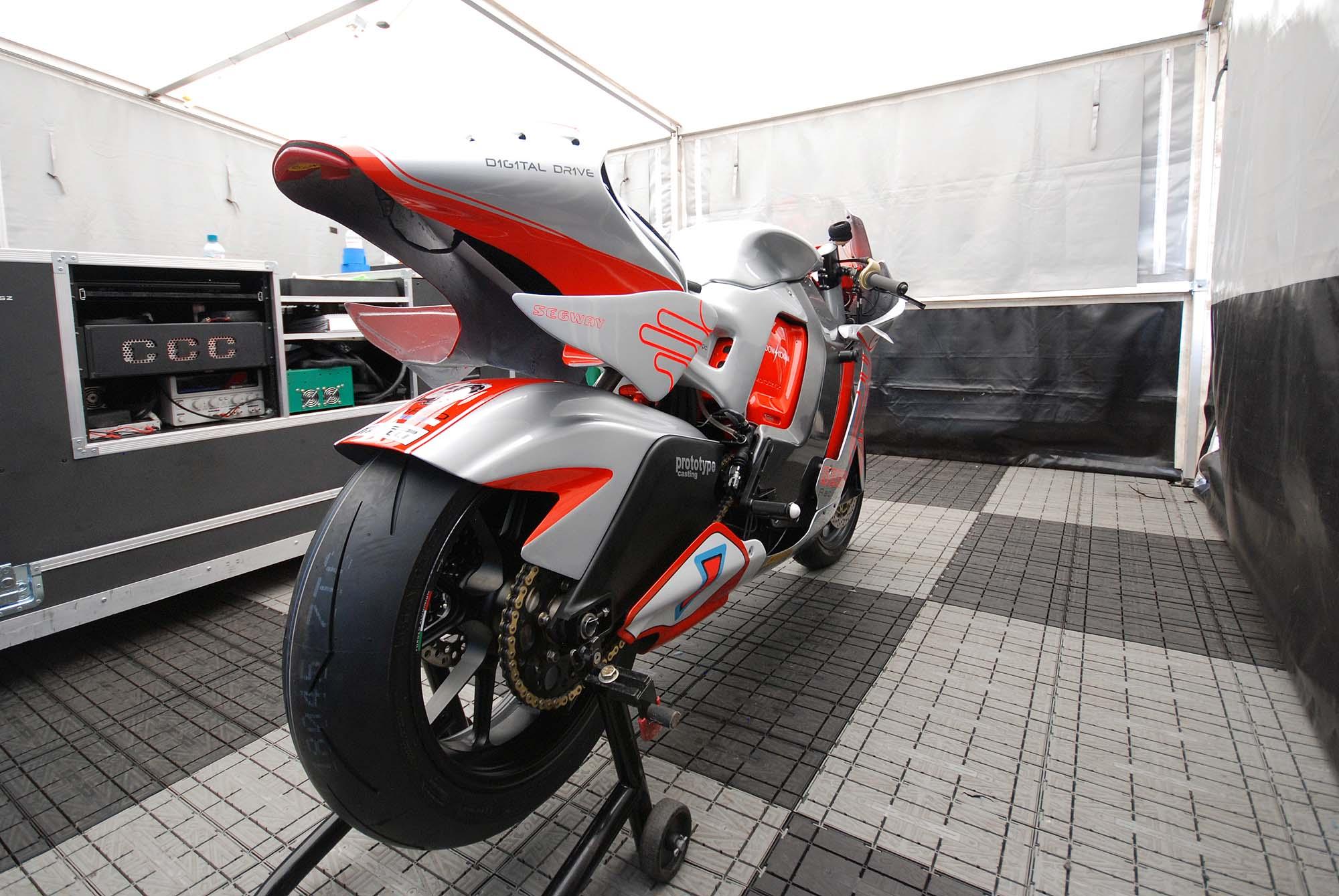 TT Ile de Man 2012-motoczysz-e1pc-iomtt-pit-02