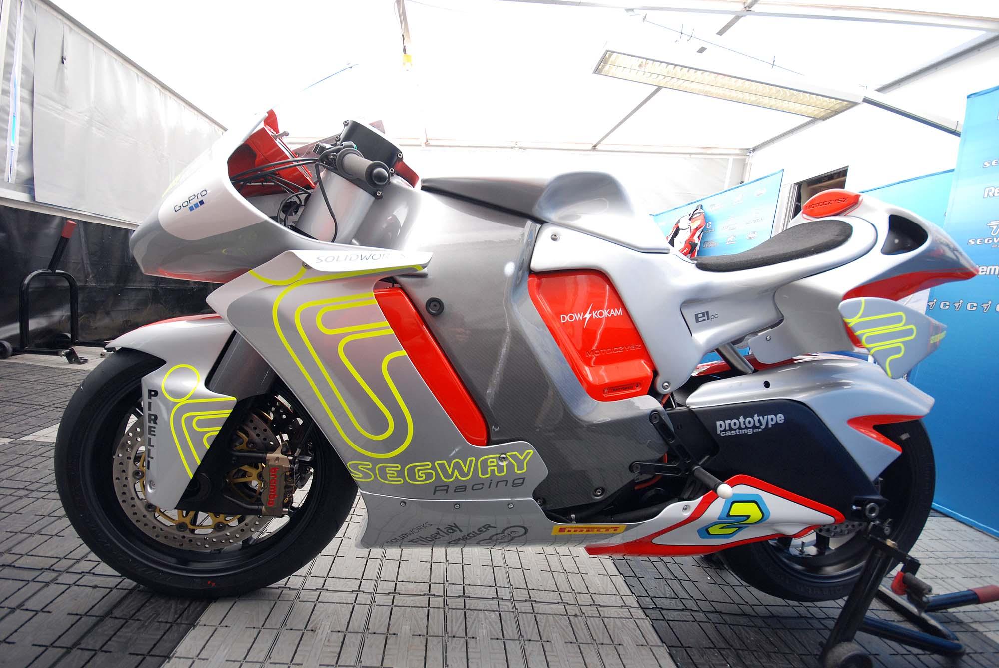 TT Ile de Man 2012-motoczysz-e1pc-iomtt-pit-04