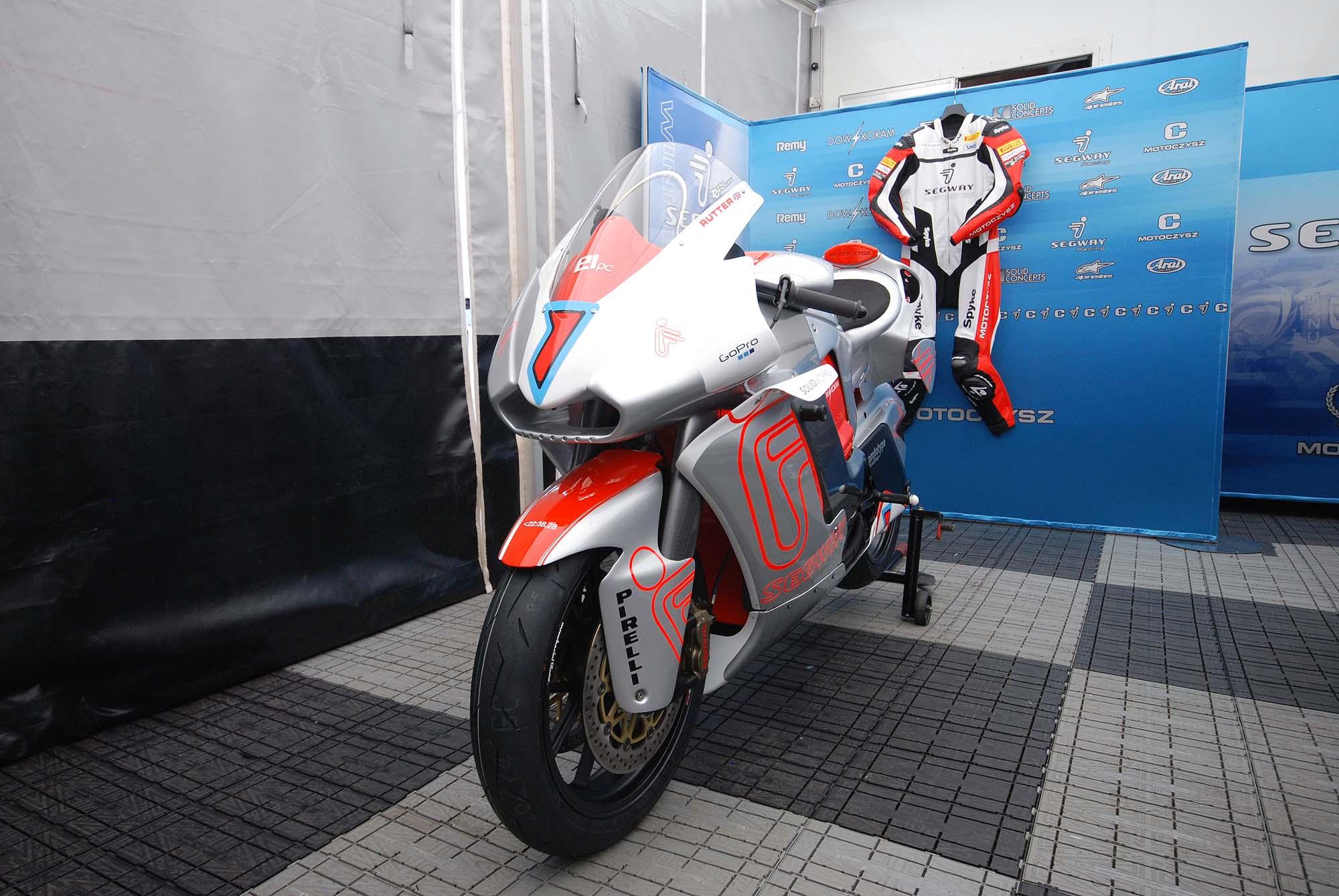 TT Ile de Man 2012-motoczysz-e1pc-iomtt-pit-11