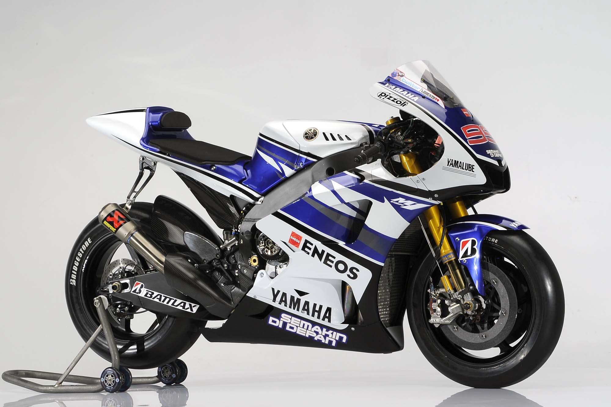 2012 Yamaha YZR-M1 Breaks Cover at Jerez - Asphalt & Rubber