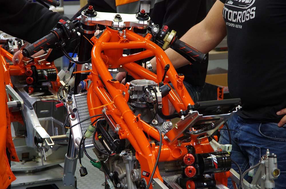 Photos Building The Ktm Rc250r Production Racer Asphalt