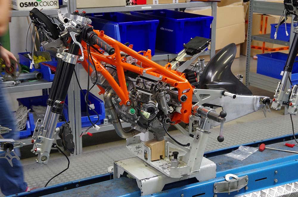 Photos: Building the KTM RC250R Production Racer - Asphalt & Rubber