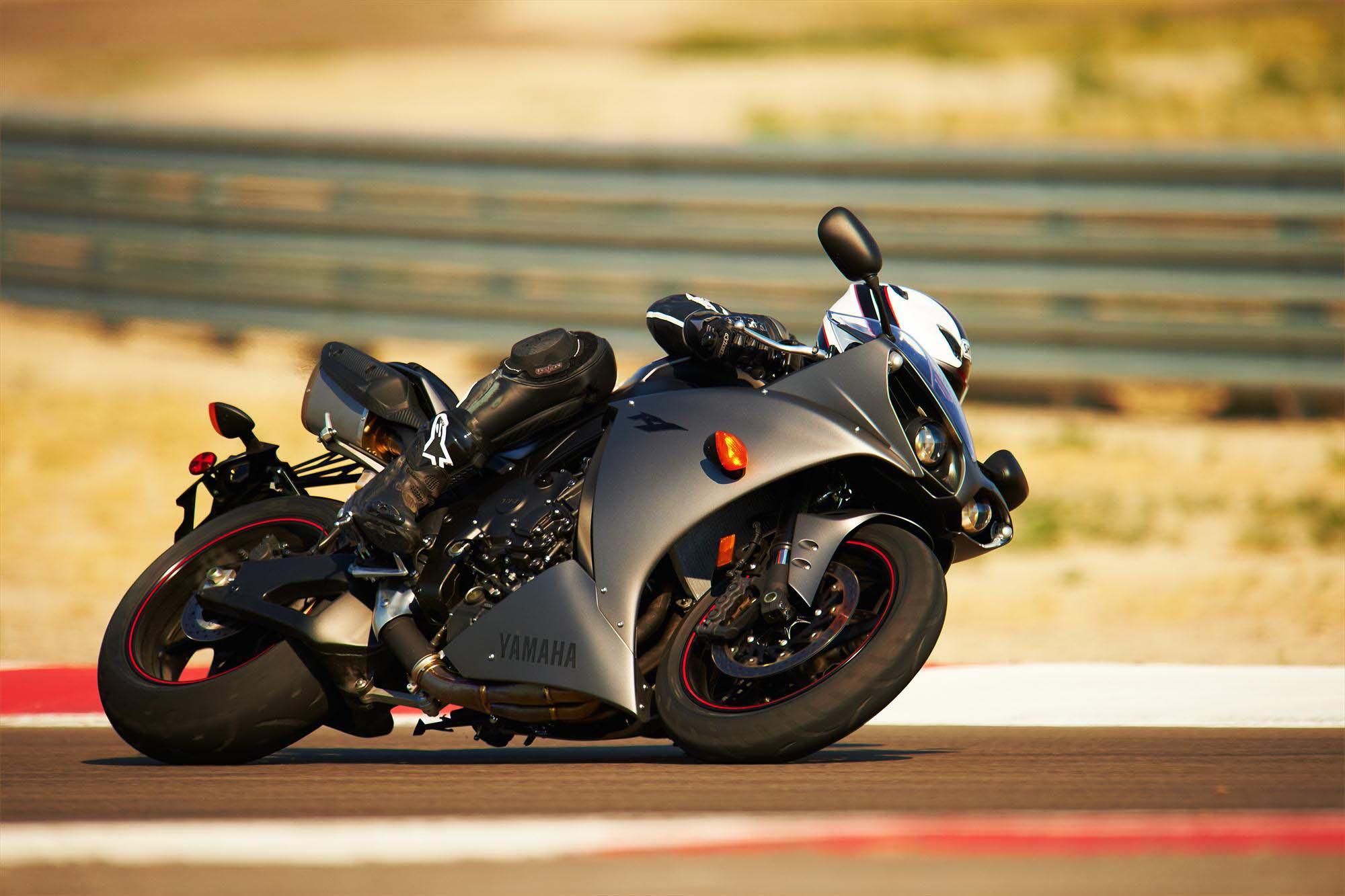 Hd background yamaha yzf r1 sport bike black and gold wallpaper - 2013 Yamaha Yzf R1 09