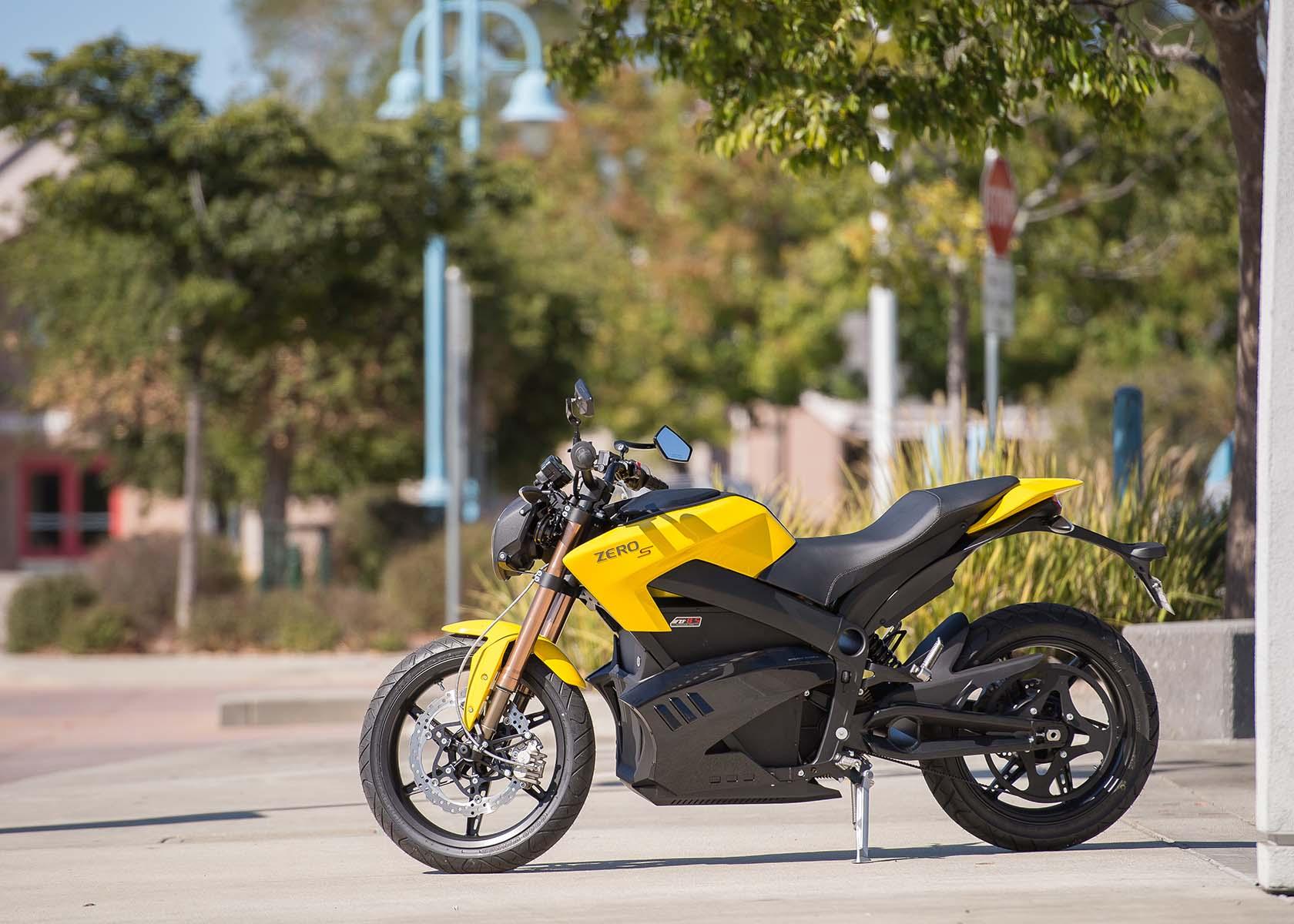 2013 zero motorcycles 137 city miles 54 horsepower asphalt rubber. Black Bedroom Furniture Sets. Home Design Ideas
