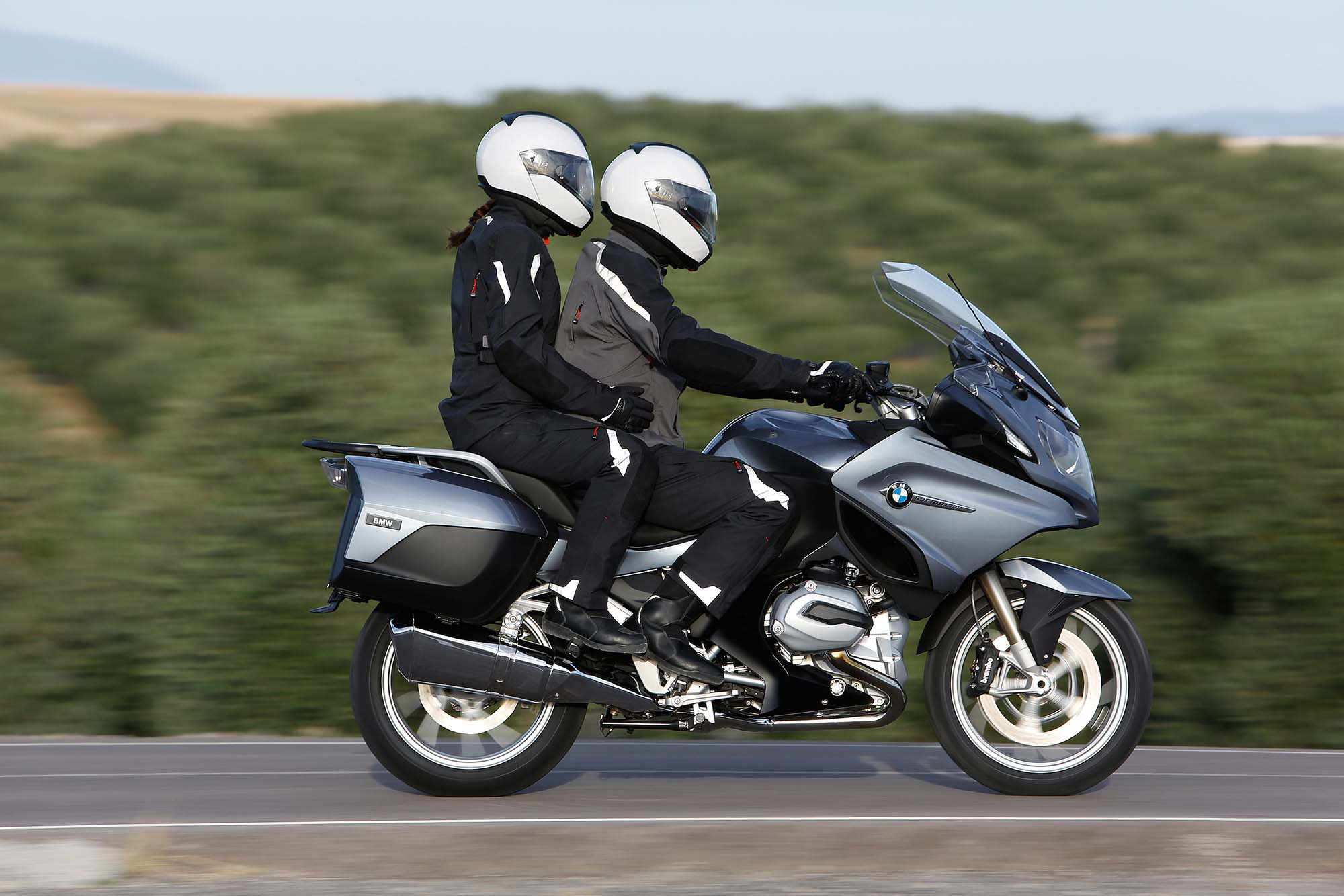 lbs at the curb with fuel in its 6 6 gallon tank the 2014 bmw r1200rt. Black Bedroom Furniture Sets. Home Design Ideas