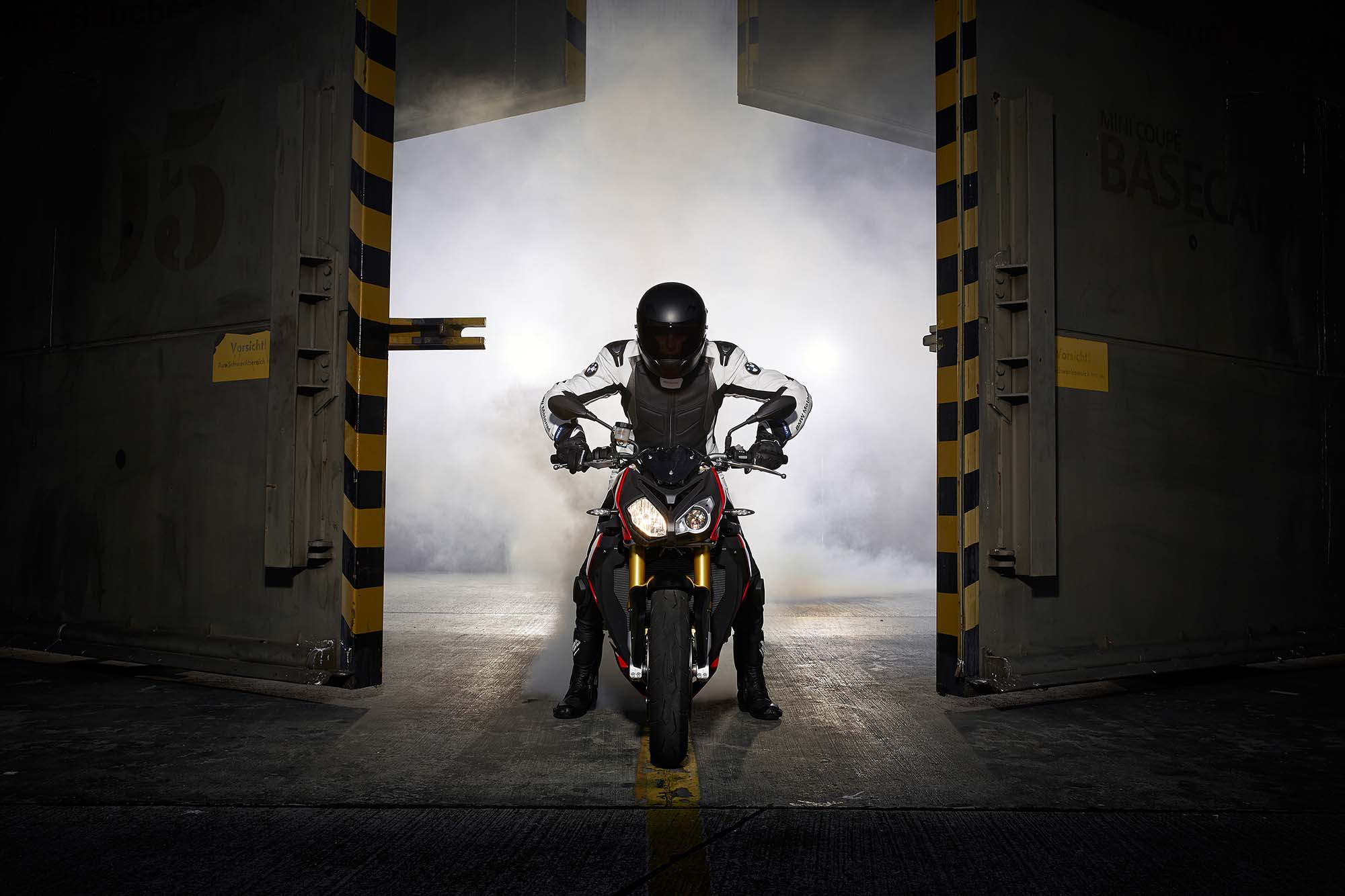 http://www.asphaltandrubber.com/wp-content/gallery/2014-bmw-s1000r/2014-bmw-s1000r-action-84.jpg