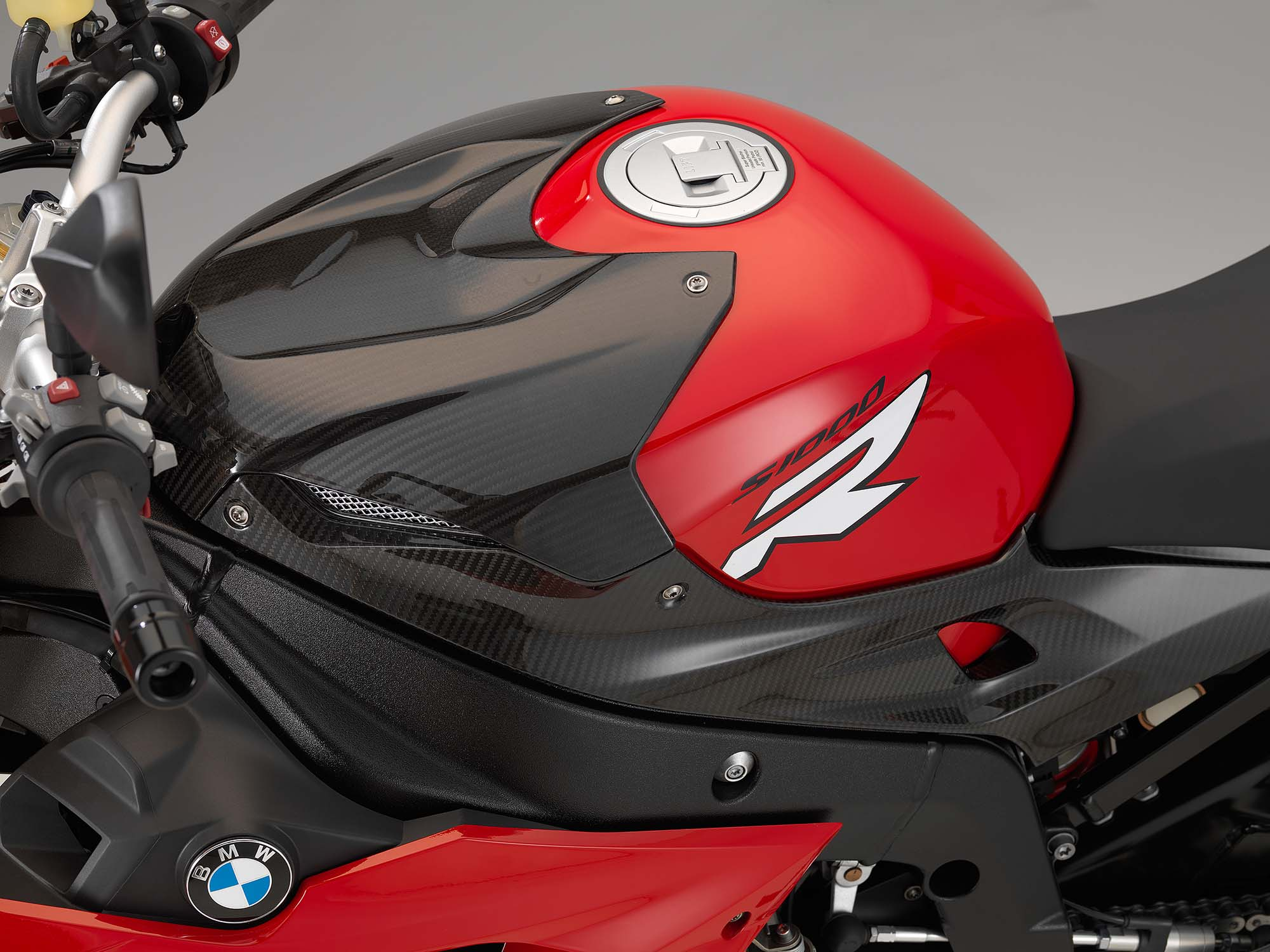 http://www.asphaltandrubber.com/wp-content/gallery/2014-bmw-s1000r/2014-bmw-s1000r-studio-22.jpg