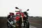 2014-bmw-s1000r-action-04