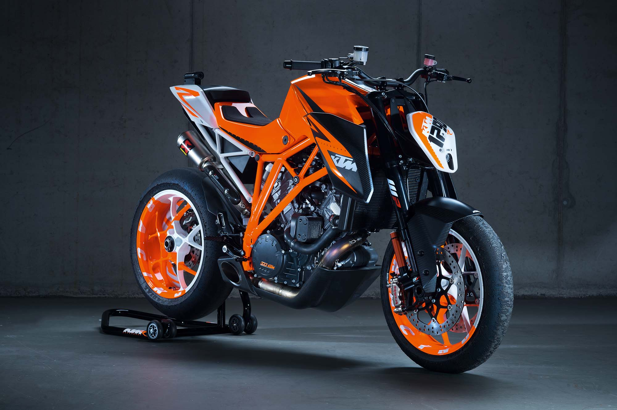 38 hi res photos of the ktm 1290 super duke r asphalt rubber. Black Bedroom Furniture Sets. Home Design Ideas