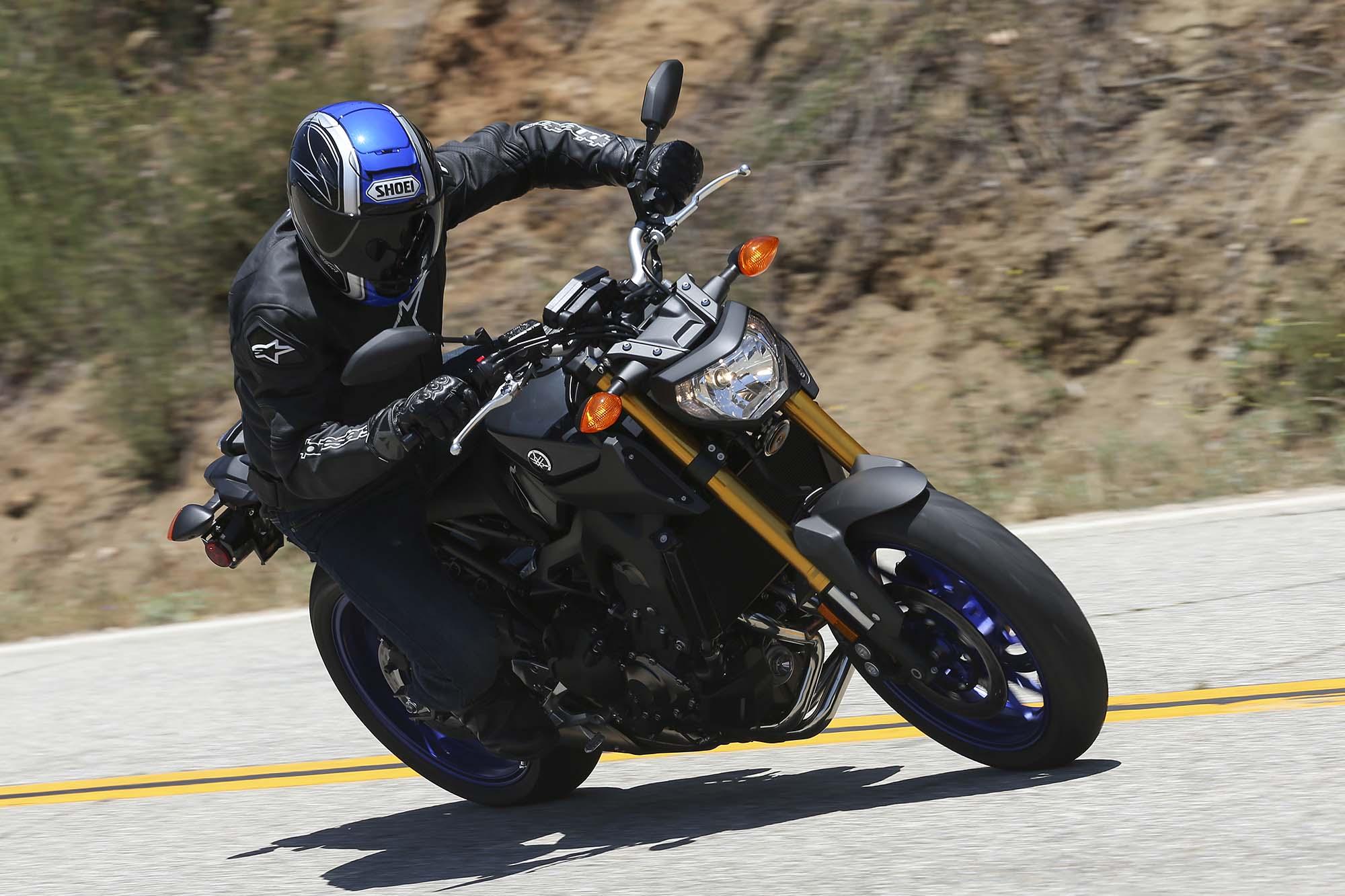 2014 Yamaha FZ-09 - Three Cylinders of Naked - Asphalt & Rubber