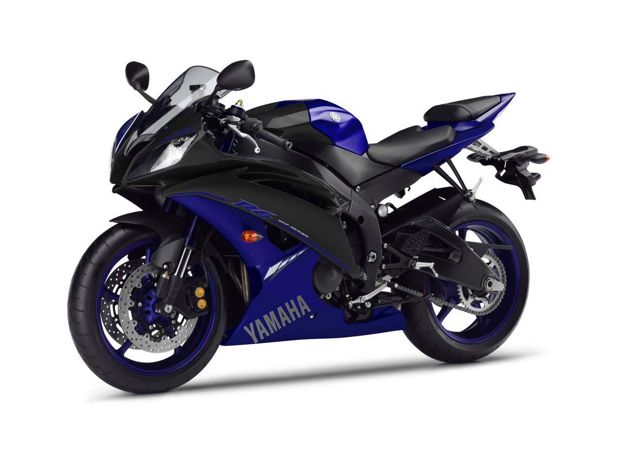 2014 yamaha yzf r1 race blu debuts at silverstone for Yamaha r9 motorcycle
