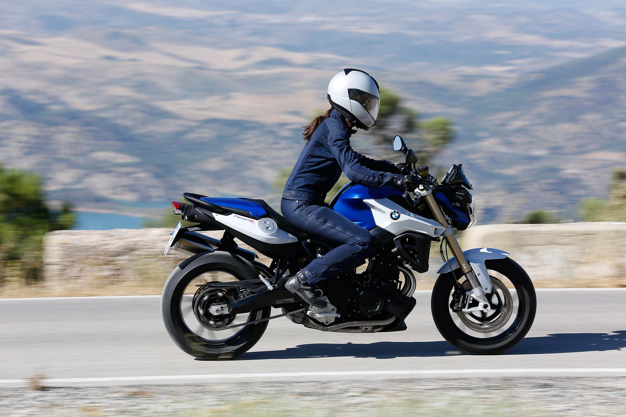2015 BMW F800R: pics, specs and information