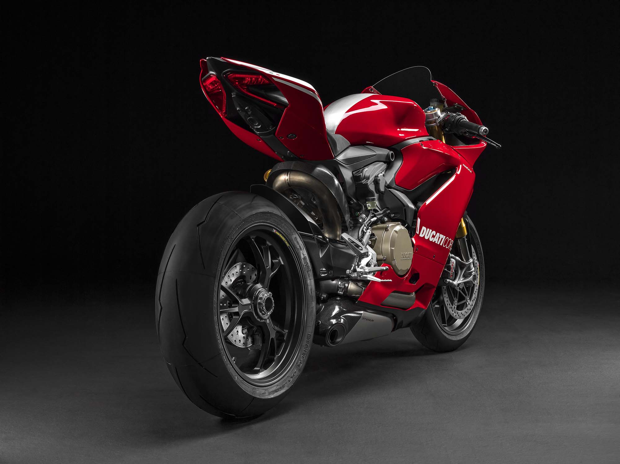 2015 ducati panigale r mega gallery asphalt rubber. Black Bedroom Furniture Sets. Home Design Ideas
