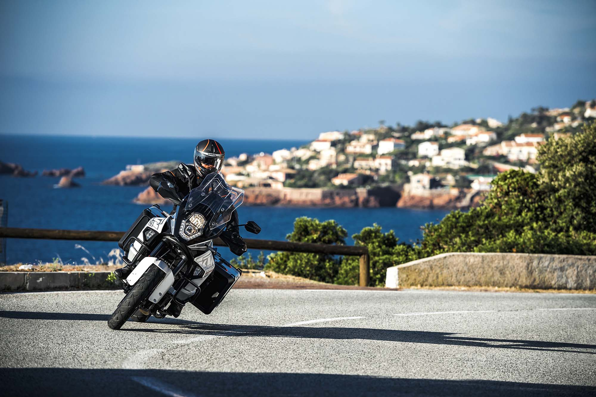 Ktm Duke 1290 >> 2015 KTM 1290 Super Adventure - Even with 180hp, Is This the Safest Motorcycle in the World ...