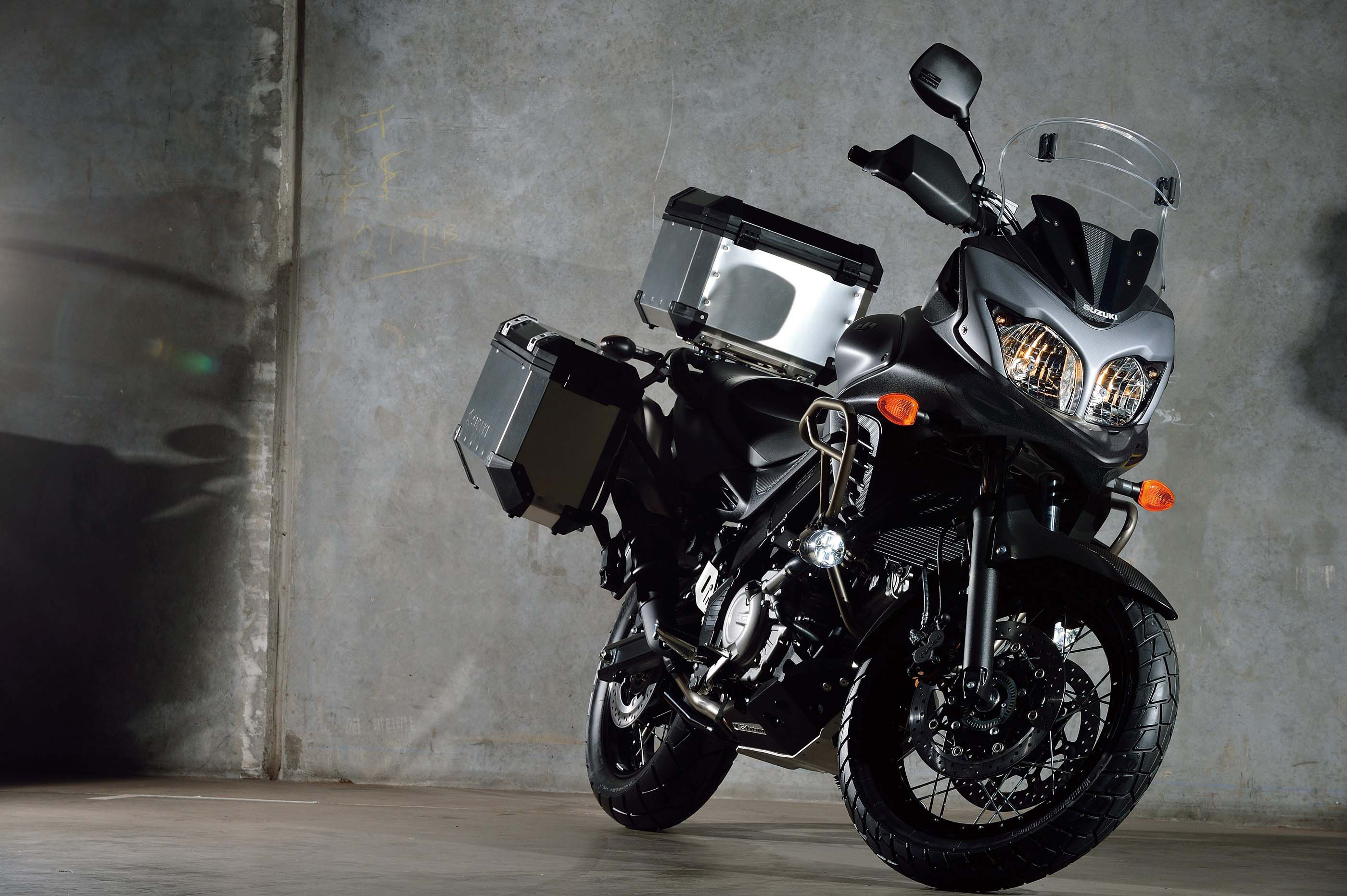 2015 suzuki v strom 650xt abs wee strom gets a beak asphalt rubber. Black Bedroom Furniture Sets. Home Design Ideas