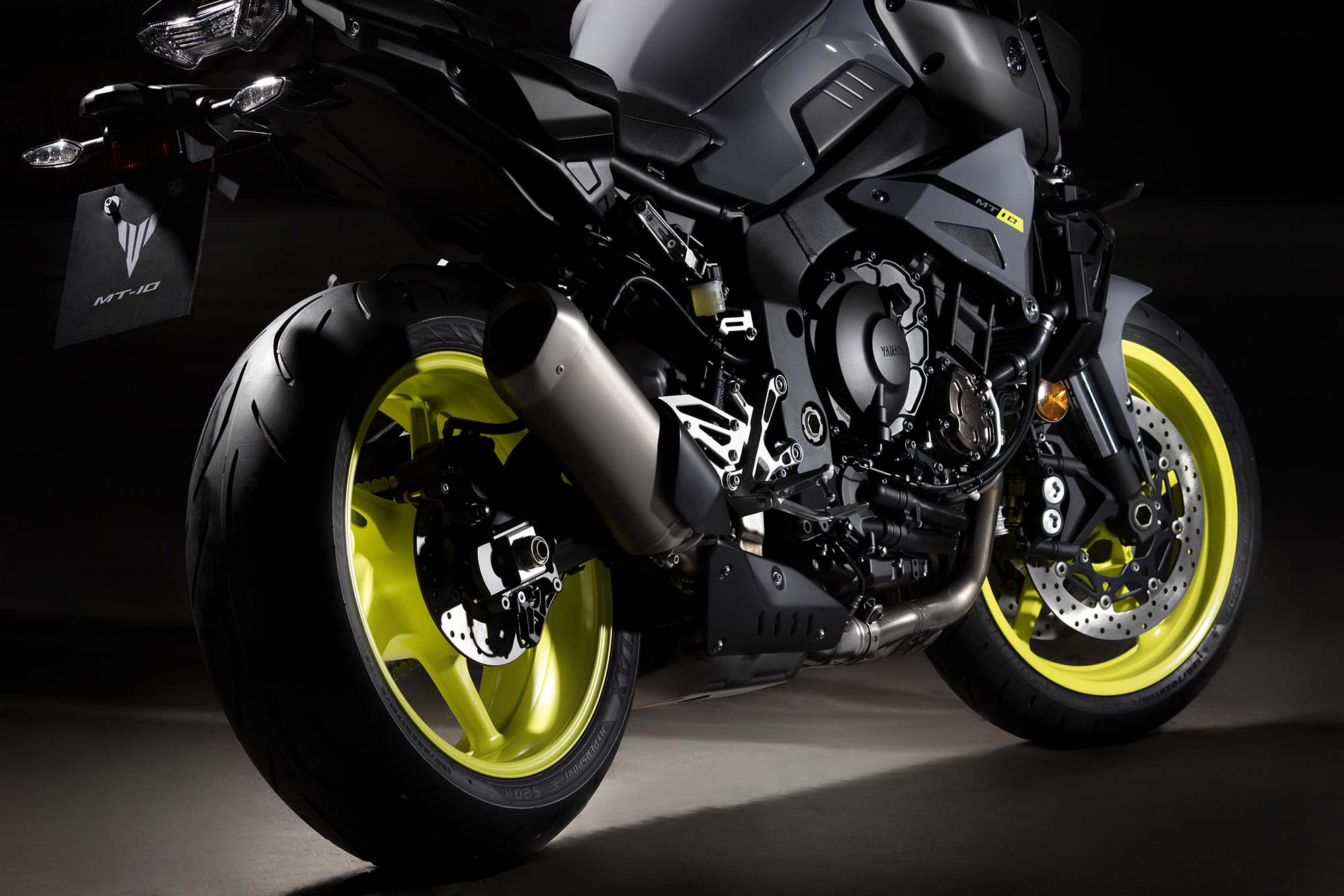 the yamaha mt 10 is not your grandpa 39 s fz 1. Black Bedroom Furniture Sets. Home Design Ideas
