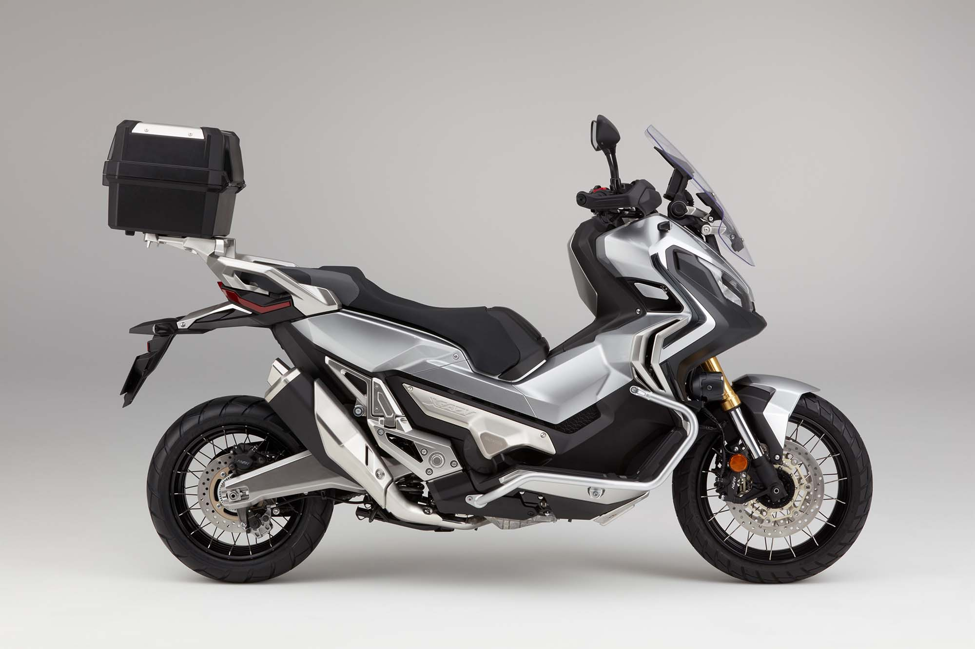 honda x adv a scooter you didn 39 t know you wanted. Black Bedroom Furniture Sets. Home Design Ideas