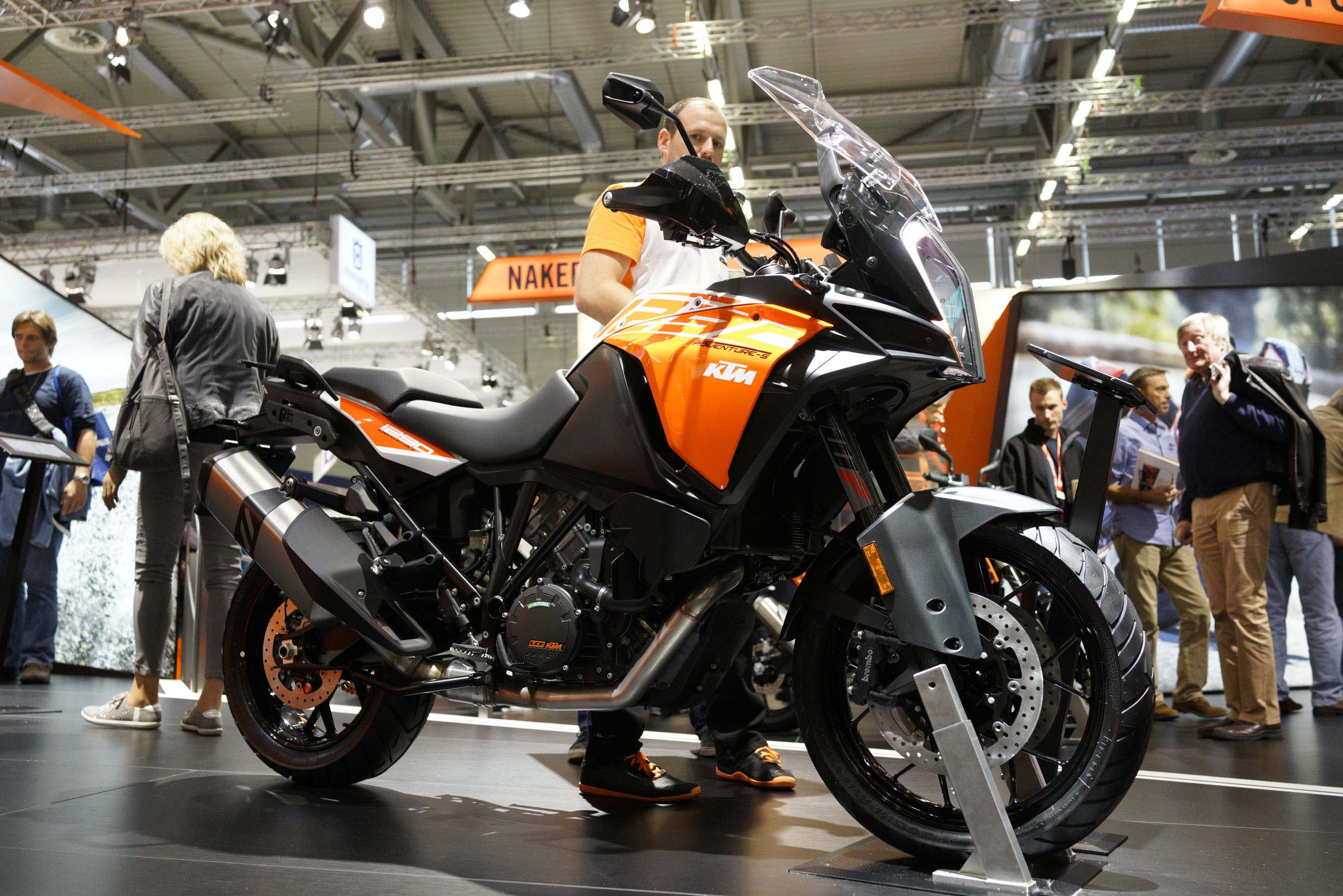 up close with the ktm 1290 adventure s. Black Bedroom Furniture Sets. Home Design Ideas