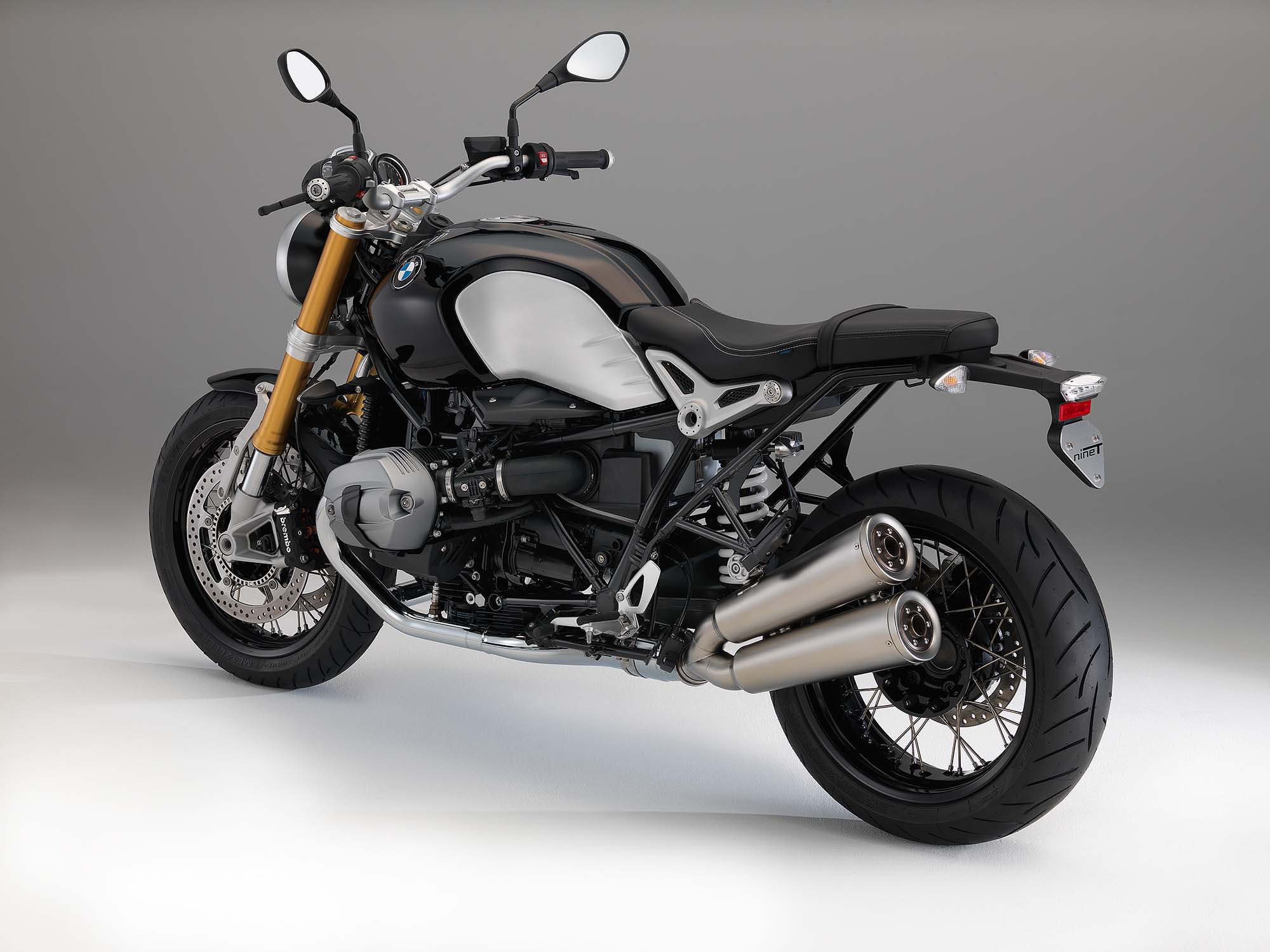 bmw r ninet 90 years in the making asphalt rubber. Black Bedroom Furniture Sets. Home Design Ideas