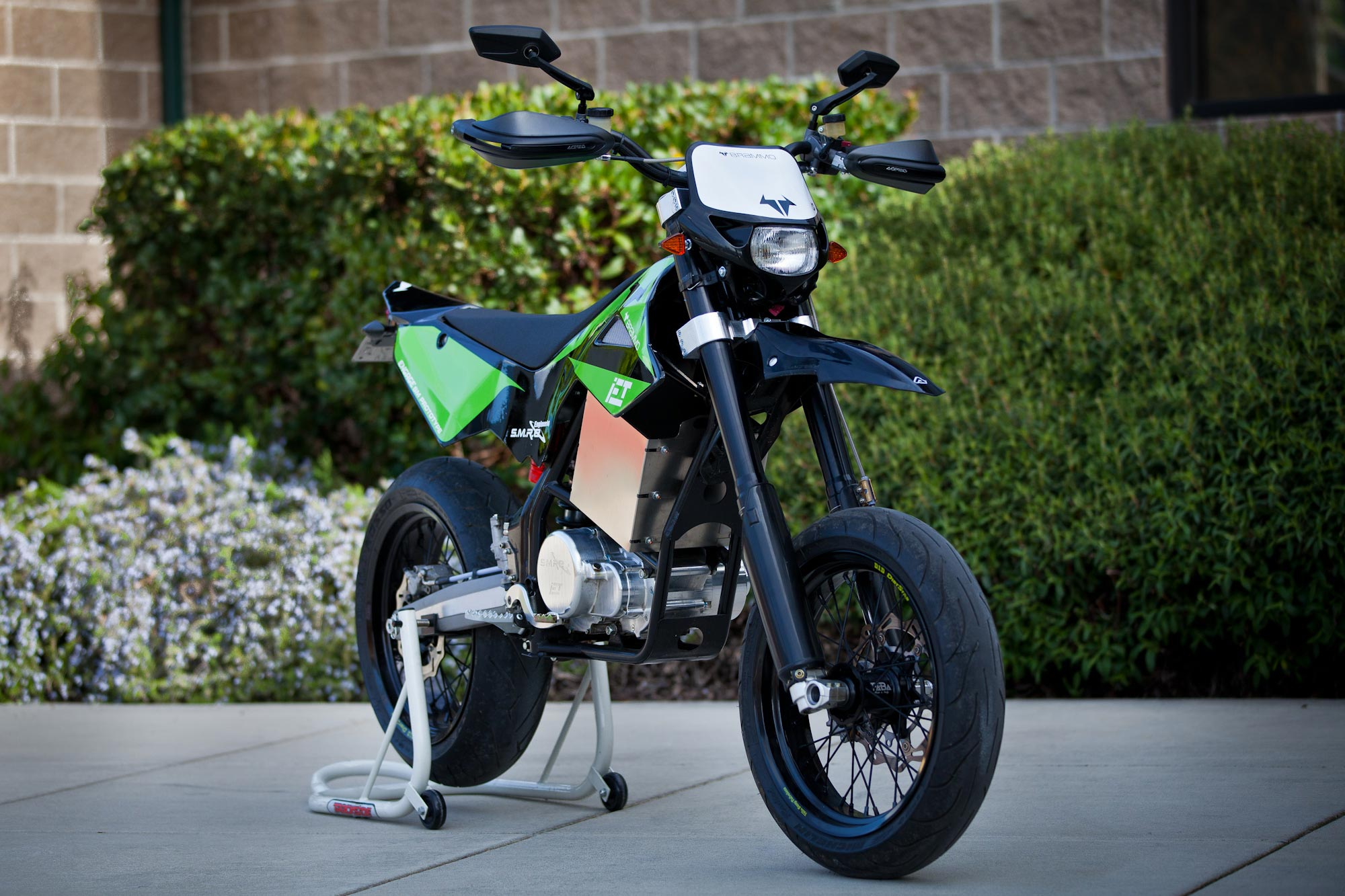 brammo launches dirt bike product line features integrated electronic transmission iet. Black Bedroom Furniture Sets. Home Design Ideas