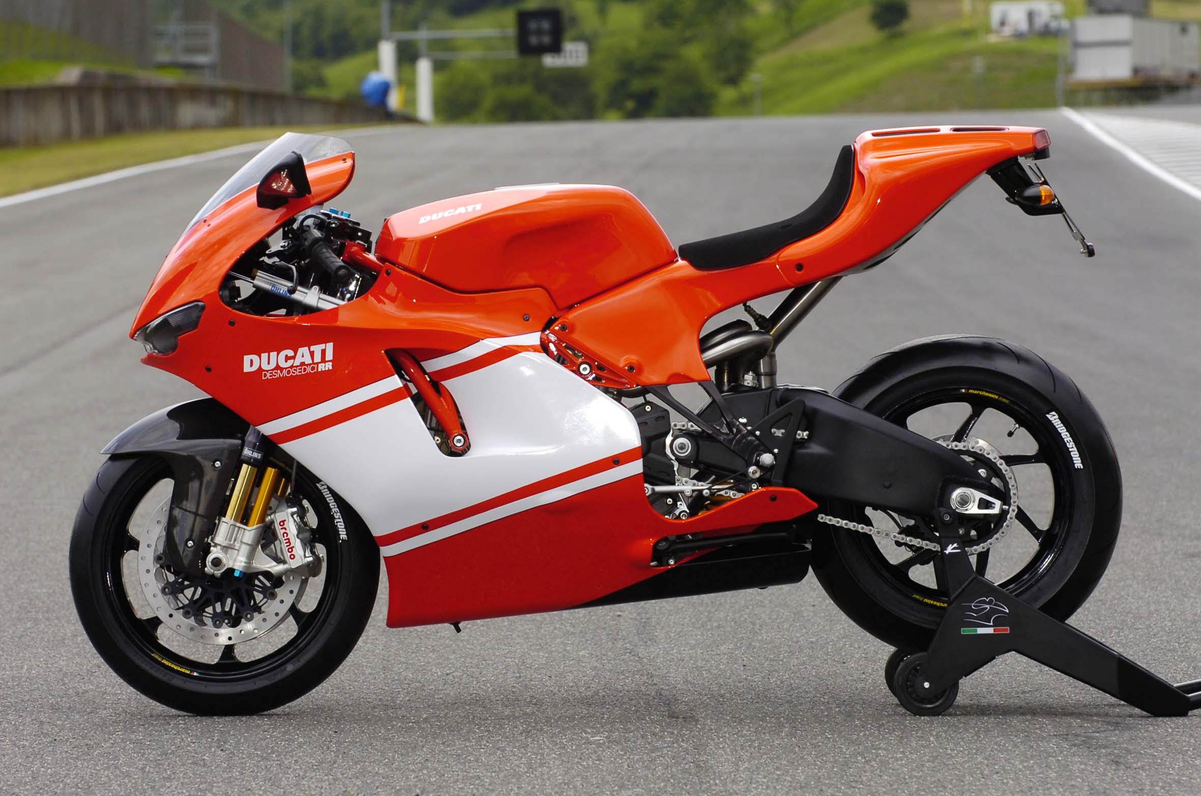 Ducati Desmosedici RR, The Original Ducati V4 Superbike - Asphalt & Rubber