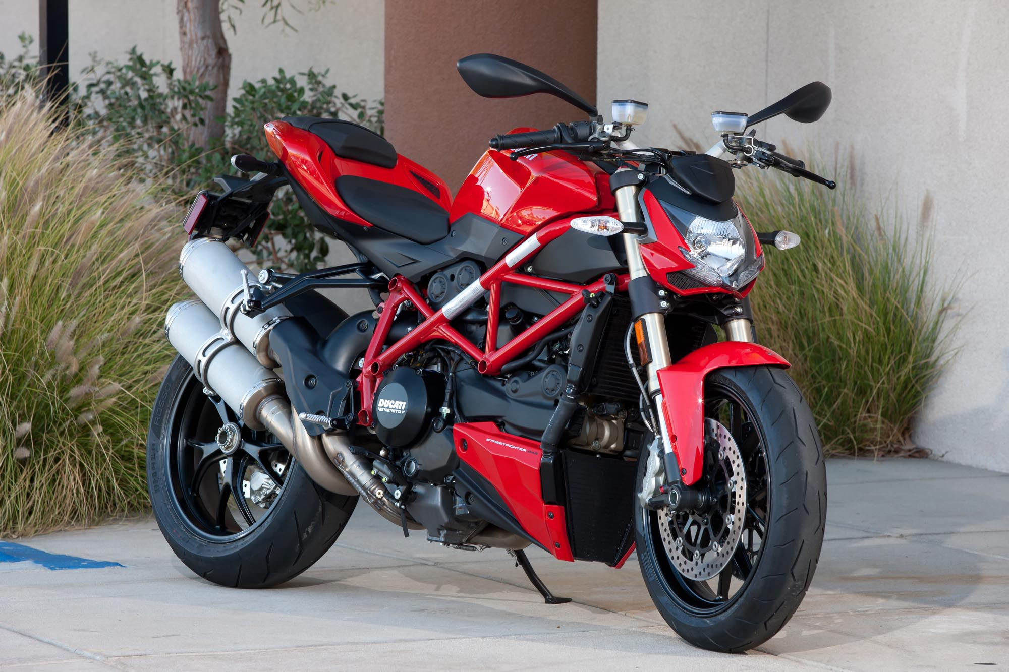 Ducati Panigale 1200cc >> Ride Review: Ducati Streetfighter 848 - Asphalt & Rubber