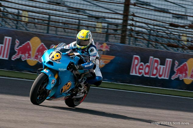Moto GP- Saison 2011 - - Page 40 Elena-myers-rizla-suzuki-motogp-indianapolis-motor-speedway-scott-jones-4