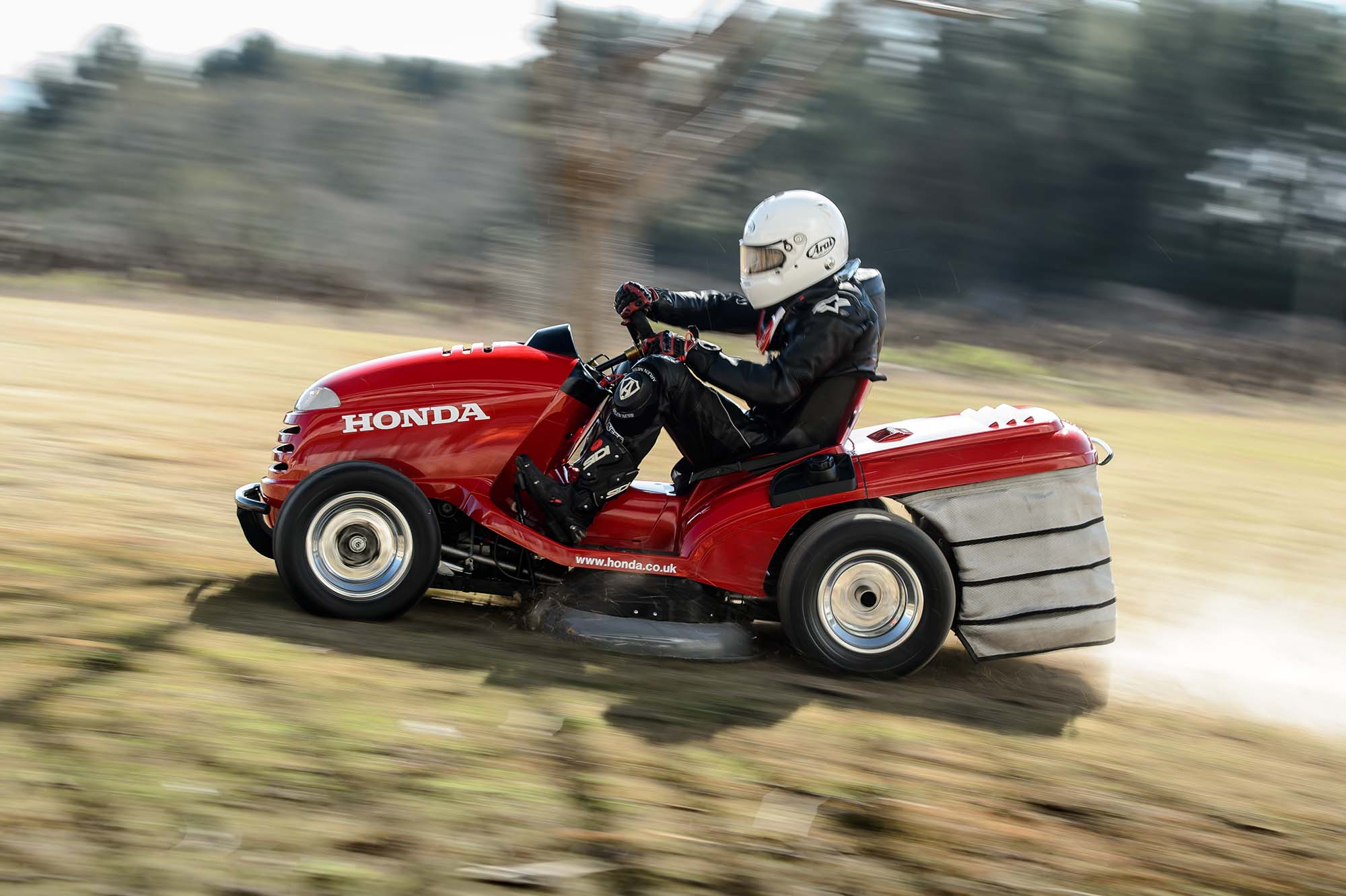 honda breaks world record for fastest lawn mower asphalt. Black Bedroom Furniture Sets. Home Design Ideas