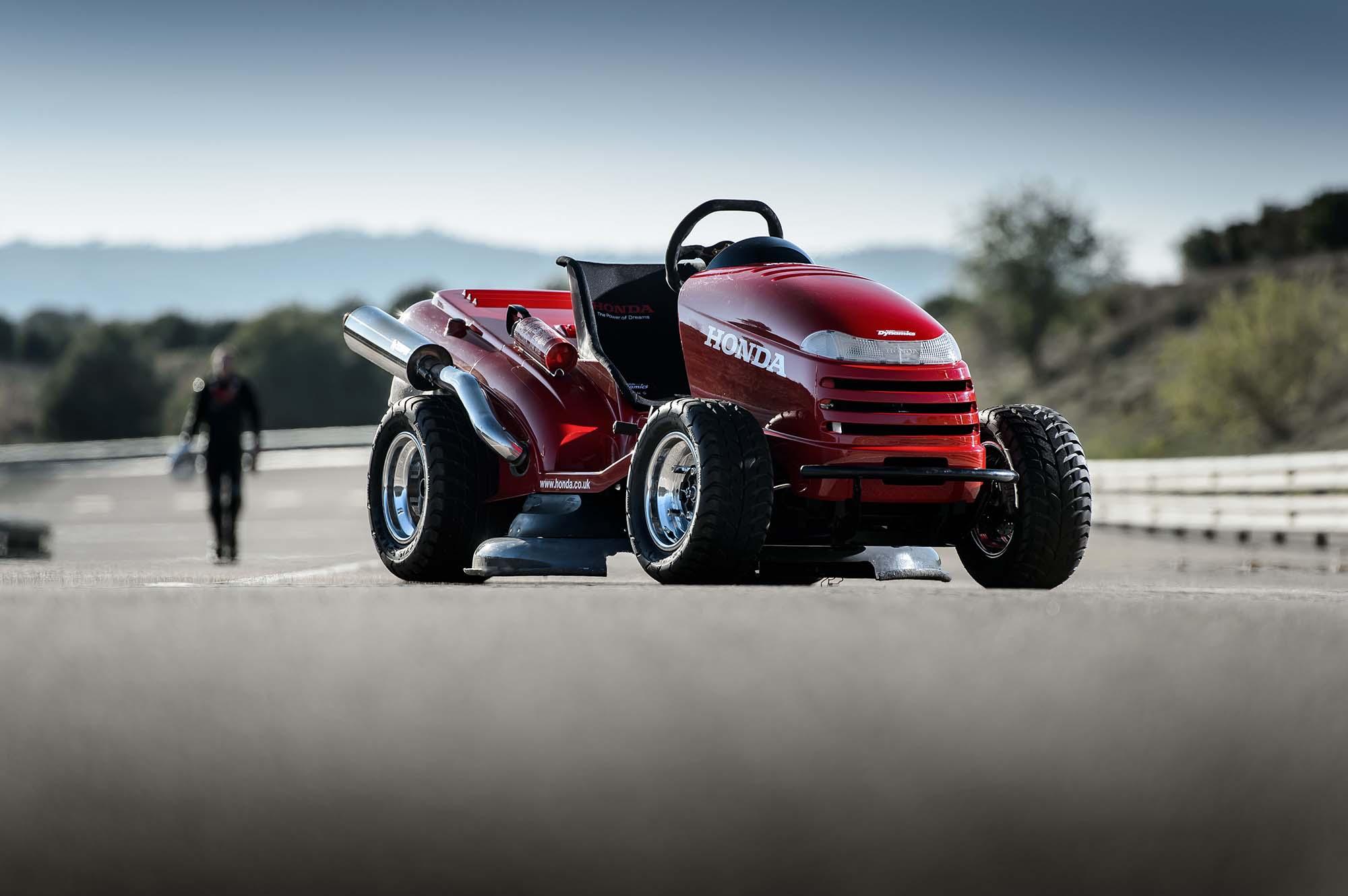 Honda Breaks World Record For Fastest Lawn Mower Asphalt