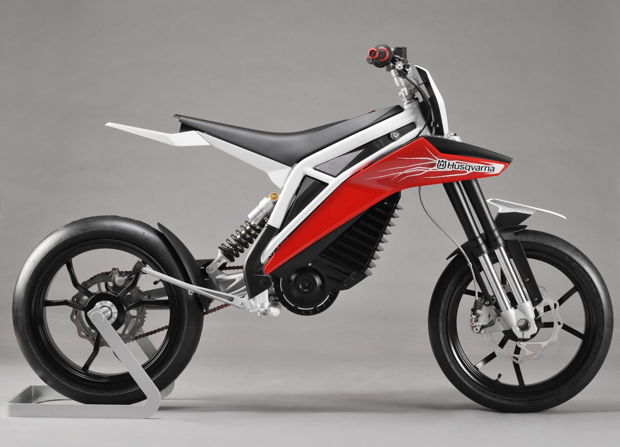 Husqvarna Concept E-go - The Entry-Level Electric - Asphalt & Rubber