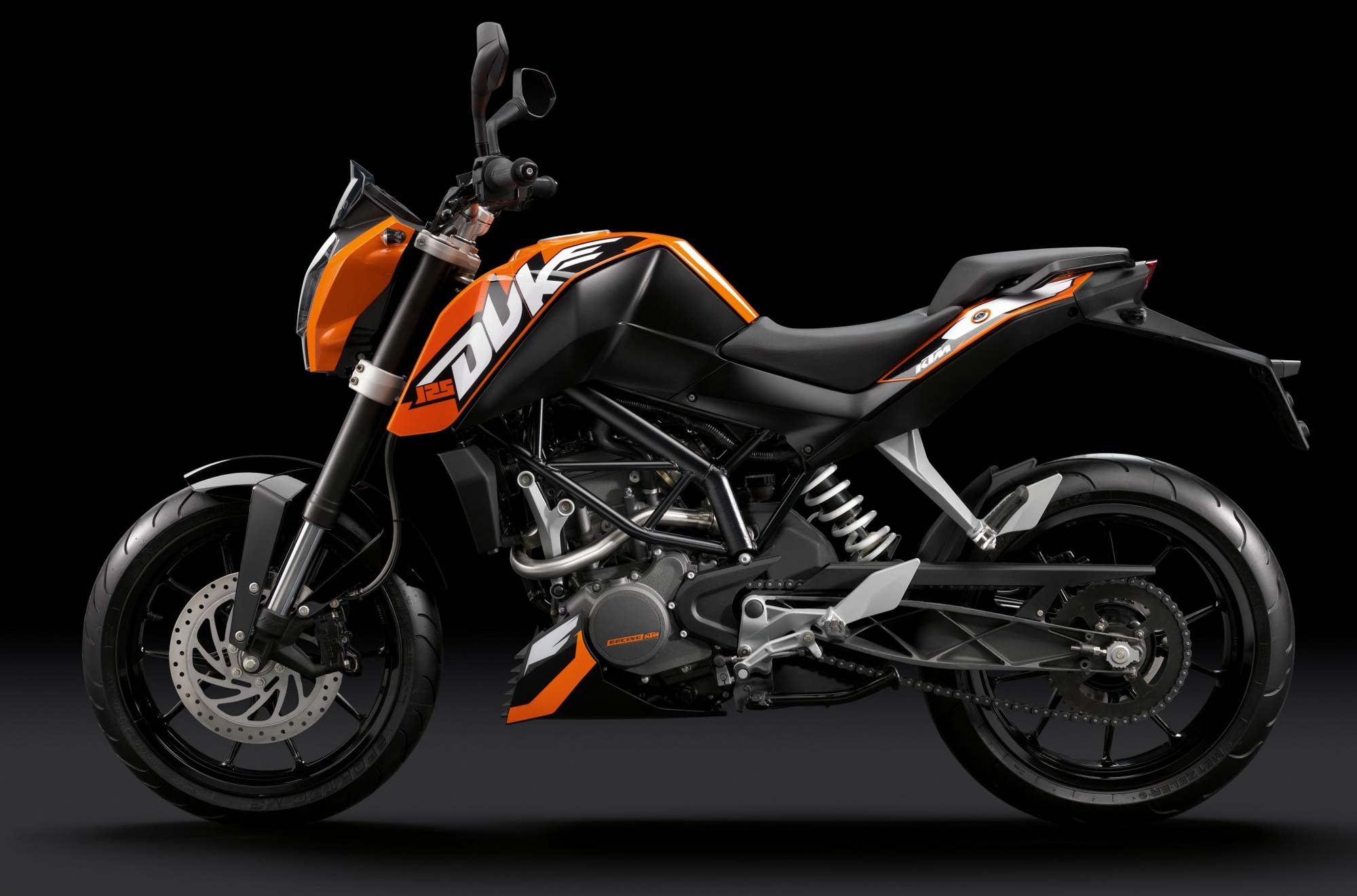 2011 ktm 125 duke the bike bajaj built asphalt rubber. Black Bedroom Furniture Sets. Home Design Ideas