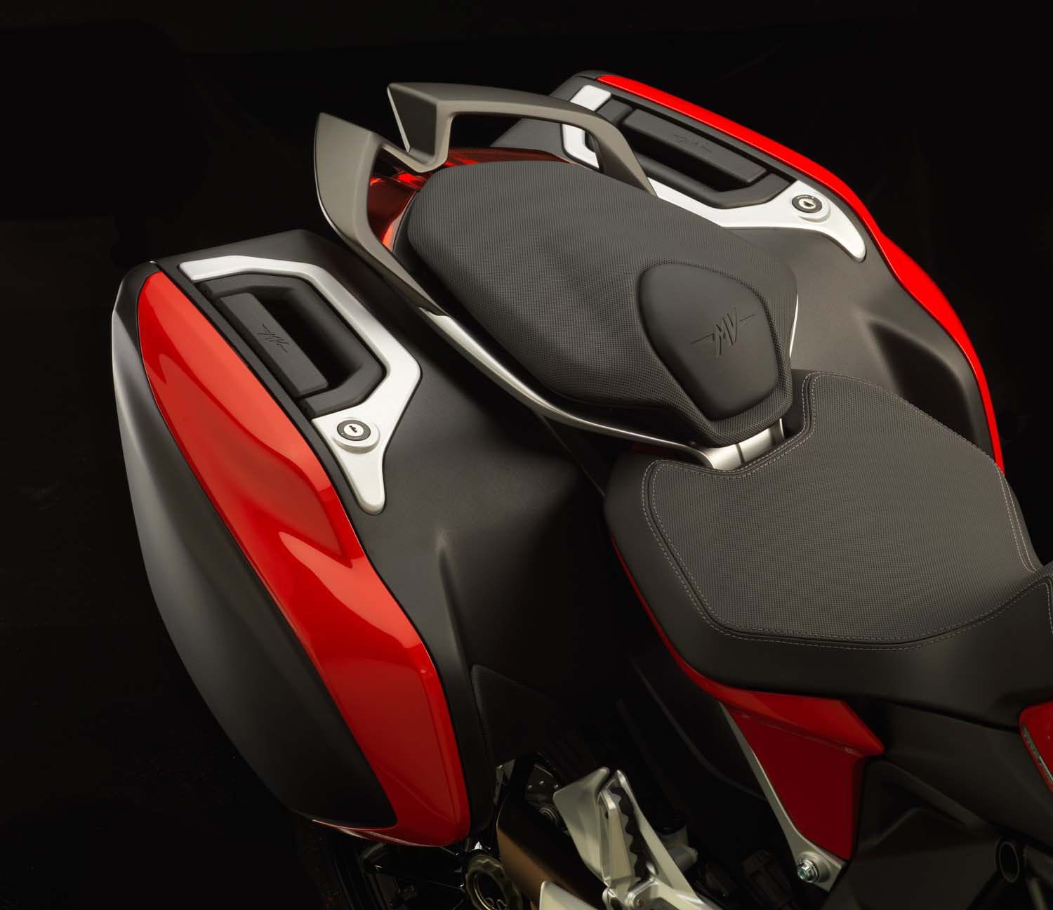 http://www.asphaltandrubber.com/wp-content/gallery/mv-agusta-turismo-veloce-800/2104-mv-agusta-turismo-veloce-lusso-800-06.jpg