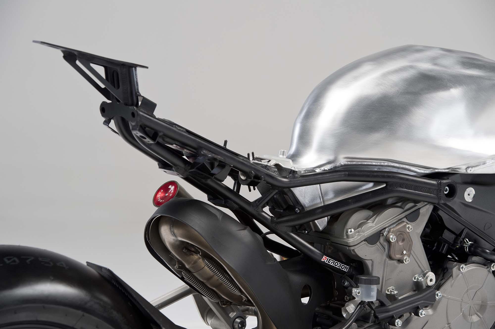 Pierobon S Take On The Ducati 899 Panigale Asphalt Amp Rubber
