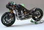 randy-de-puniet-2006-kawasaki-zx-rr-motogp-scale-model-04