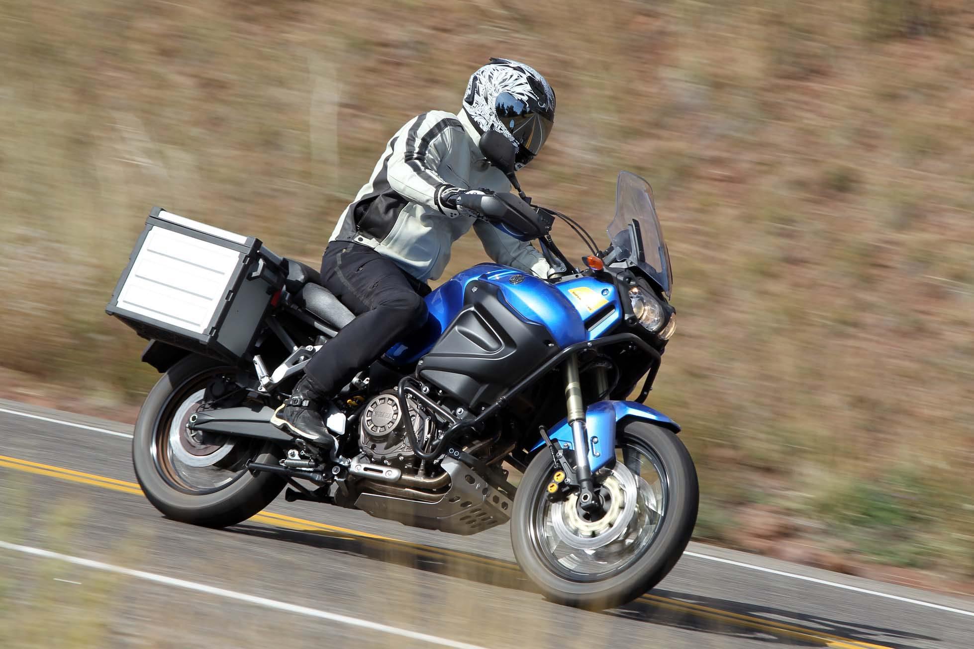 ride review 2012 yamaha super t n r asphalt rubber. Black Bedroom Furniture Sets. Home Design Ideas