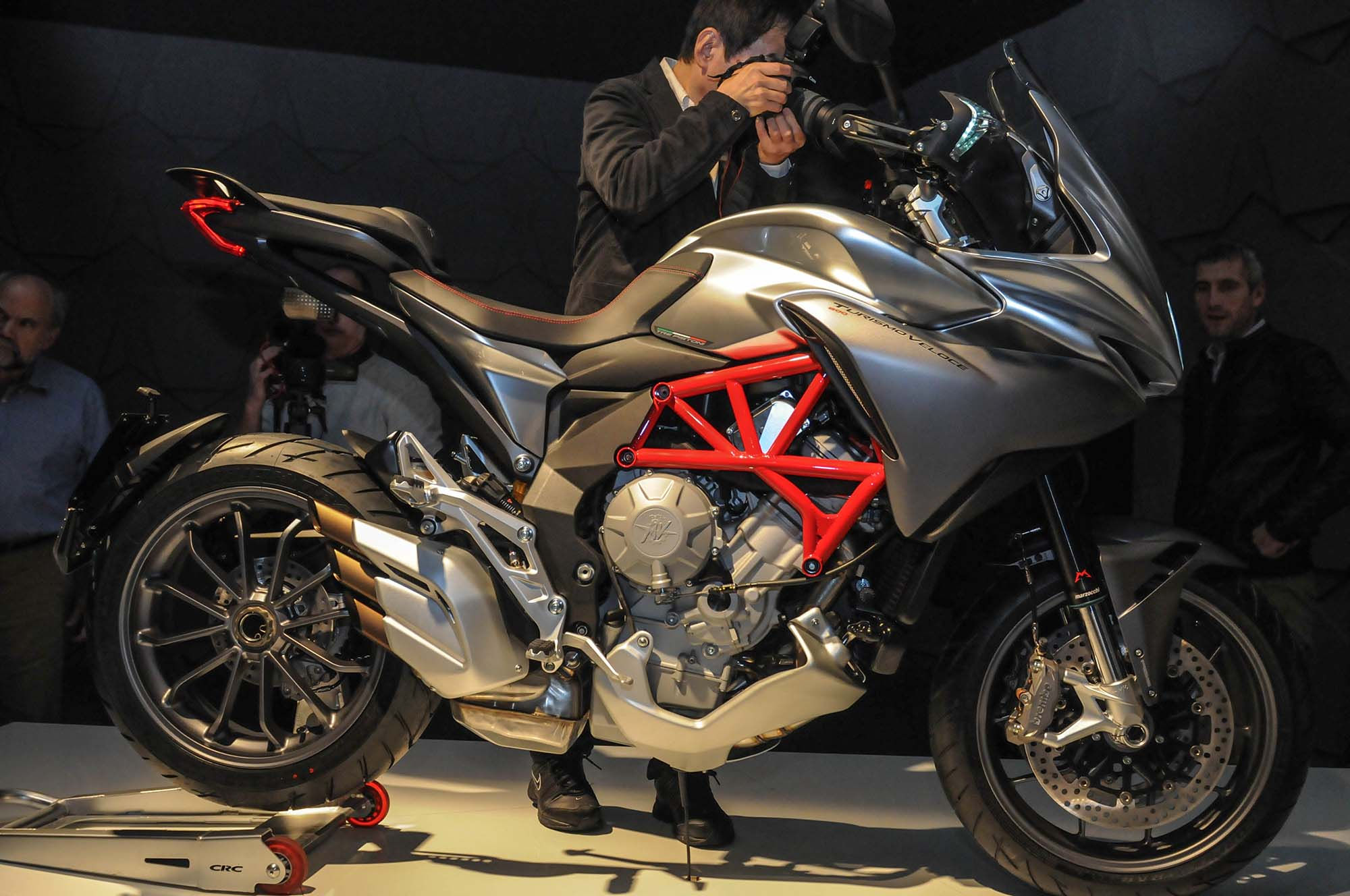 up-close with the mv agusta turismo veloce 800 - asphalt & rubber