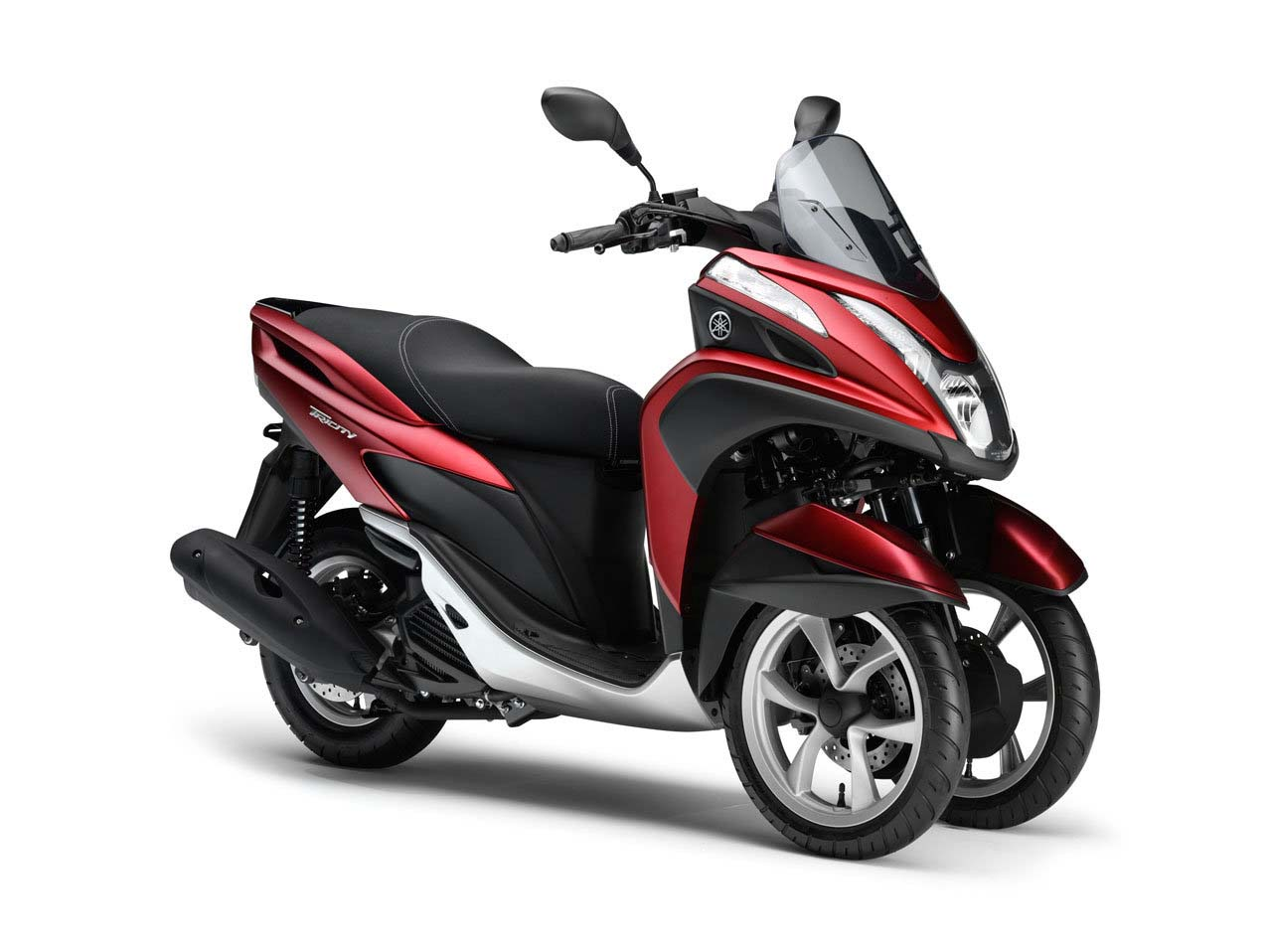 yamaha tricity a three wheel leaning scooter with cvt asphalt rubber. Black Bedroom Furniture Sets. Home Design Ideas