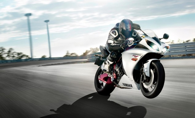 2009 Yamaha R1 Reportedly Heavier and Less Powerful than the 2007 R1 2009 yamaha yzf r1 635x385