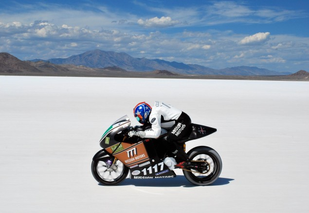 BUB: Mission Motors Officially The Worlds Fastest Production Electric Motorcycle [Updated] Mission Motors Bonneville salt flats LSR 635x438