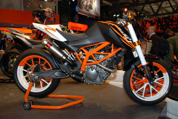 Latest KTM 125 Duke Video Goes to the Well ktm 125 race concept 6