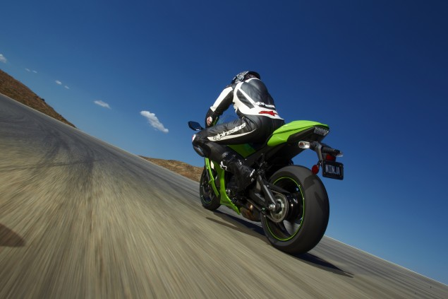 Official: 2011 Kawasaki ZX 10R Gets 750 RPM Redline Reduction Because of EPA Noise Laws 2011 Kawasaki ZX 10R EPA noise law 635x423