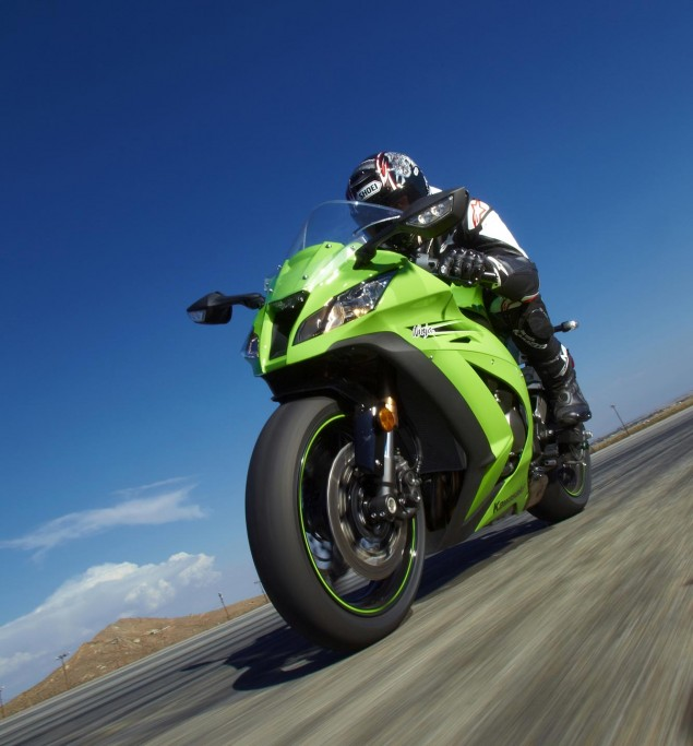 Don't Call It a Recall: 2011 Kawasaki Ninja ZX 10R Goes on Technical Hold   Engine Problems Suspected 2011 Kawasaki Ninja ZX 10R 635x683