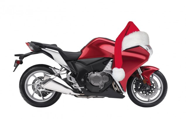 Happy Holidays from Asphalt & Rubber Honda VFR1200F Santa hat 635x408