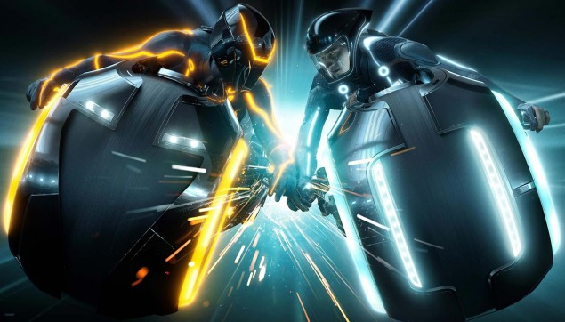 Daniel Simon Talks on the Tron: Legacy Lightcycle Design Tron Legacy lightcycle battle 635x362